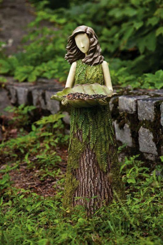 escultura, mulher com uma oferenda